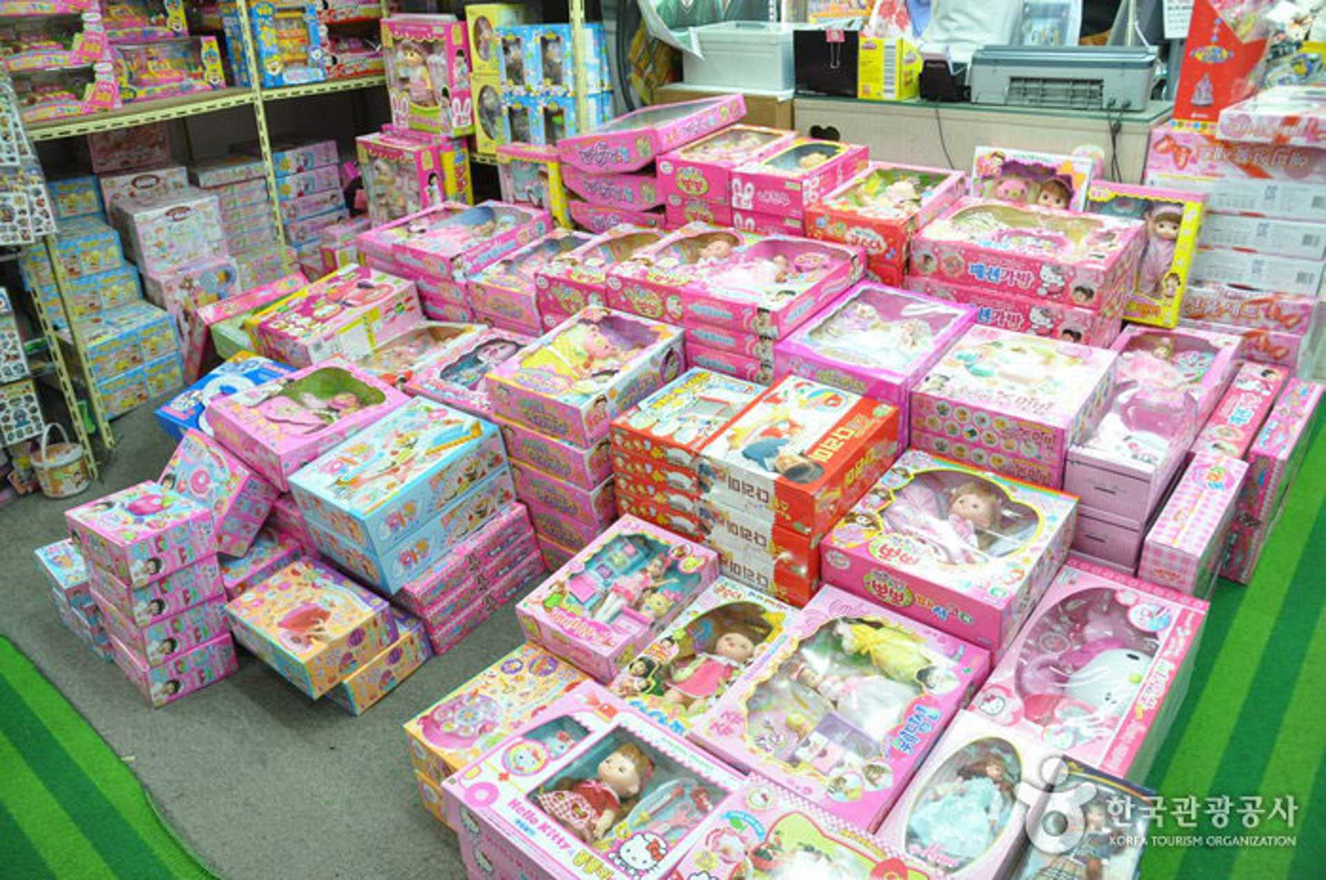 Dongdaemun-Toys-and-Stationery-Street-3