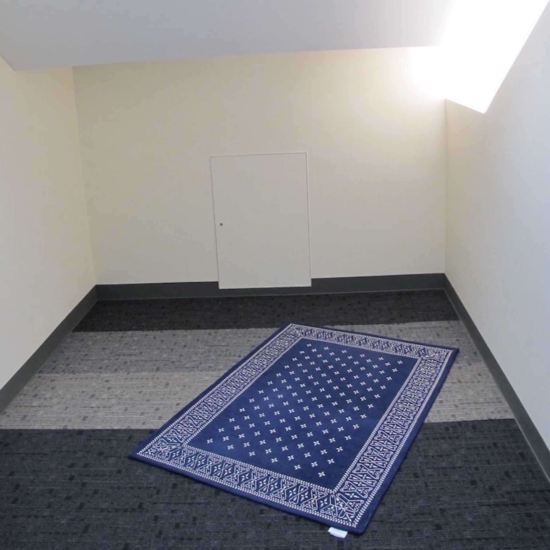 There are two separate rooms for men and women respectively. Each room measures about 30m2