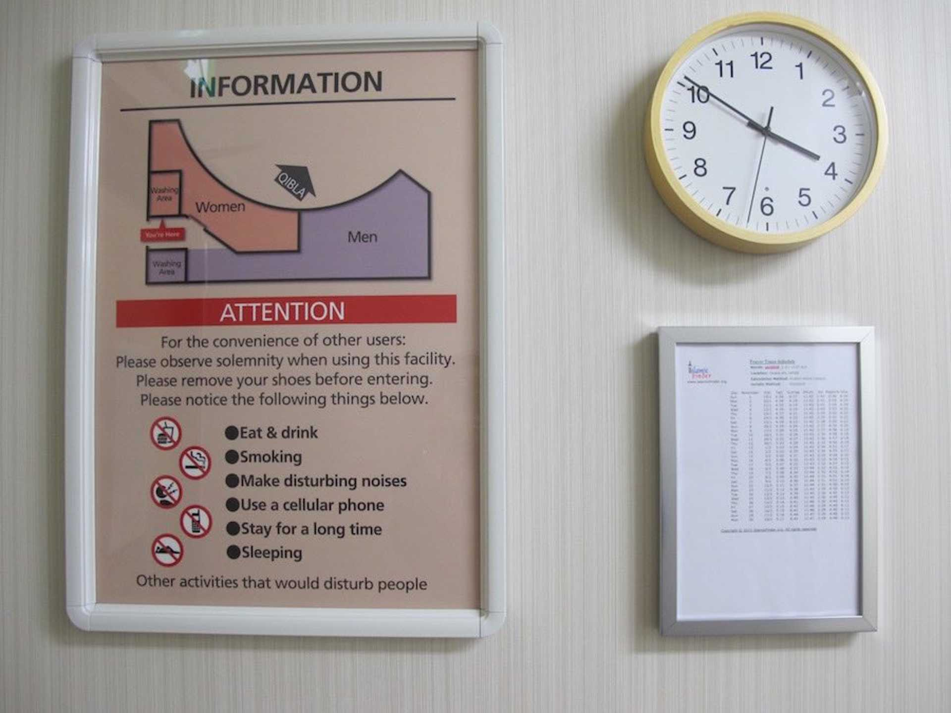 Covering a spacious area of about 51m2, the facility is separated by gender and an ablution area is provided. Here, you can also see the do's and don'ts of using the room.