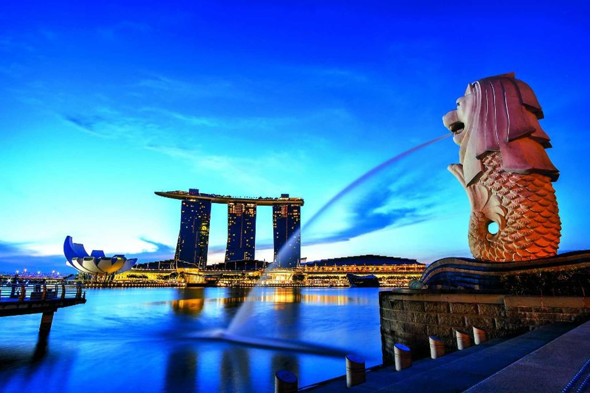 Merlion and the modern landscape of Singapore
