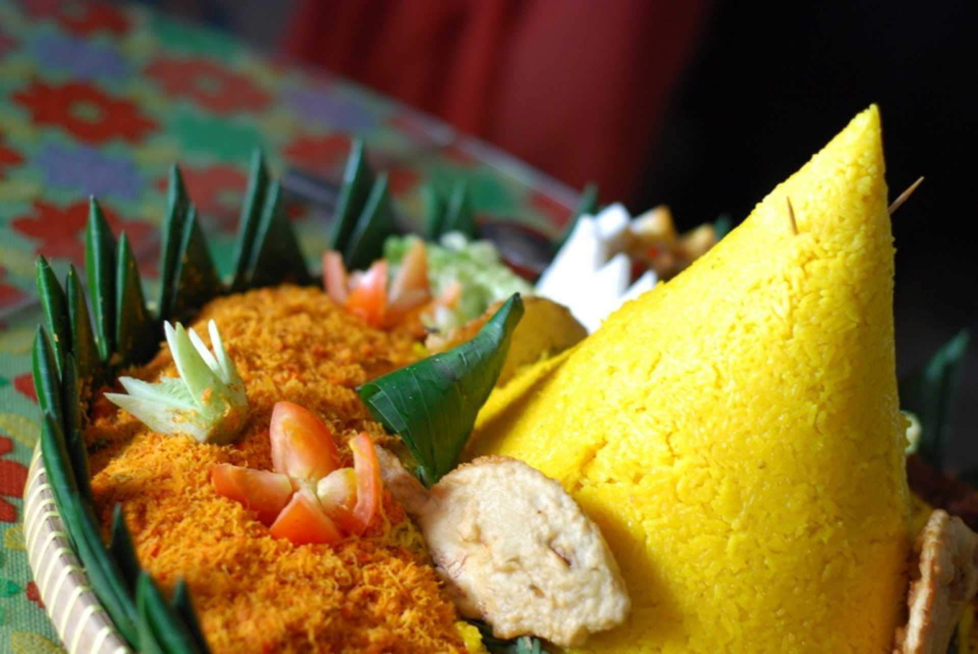 How about nasi kunyit Indonesia for Iftar?