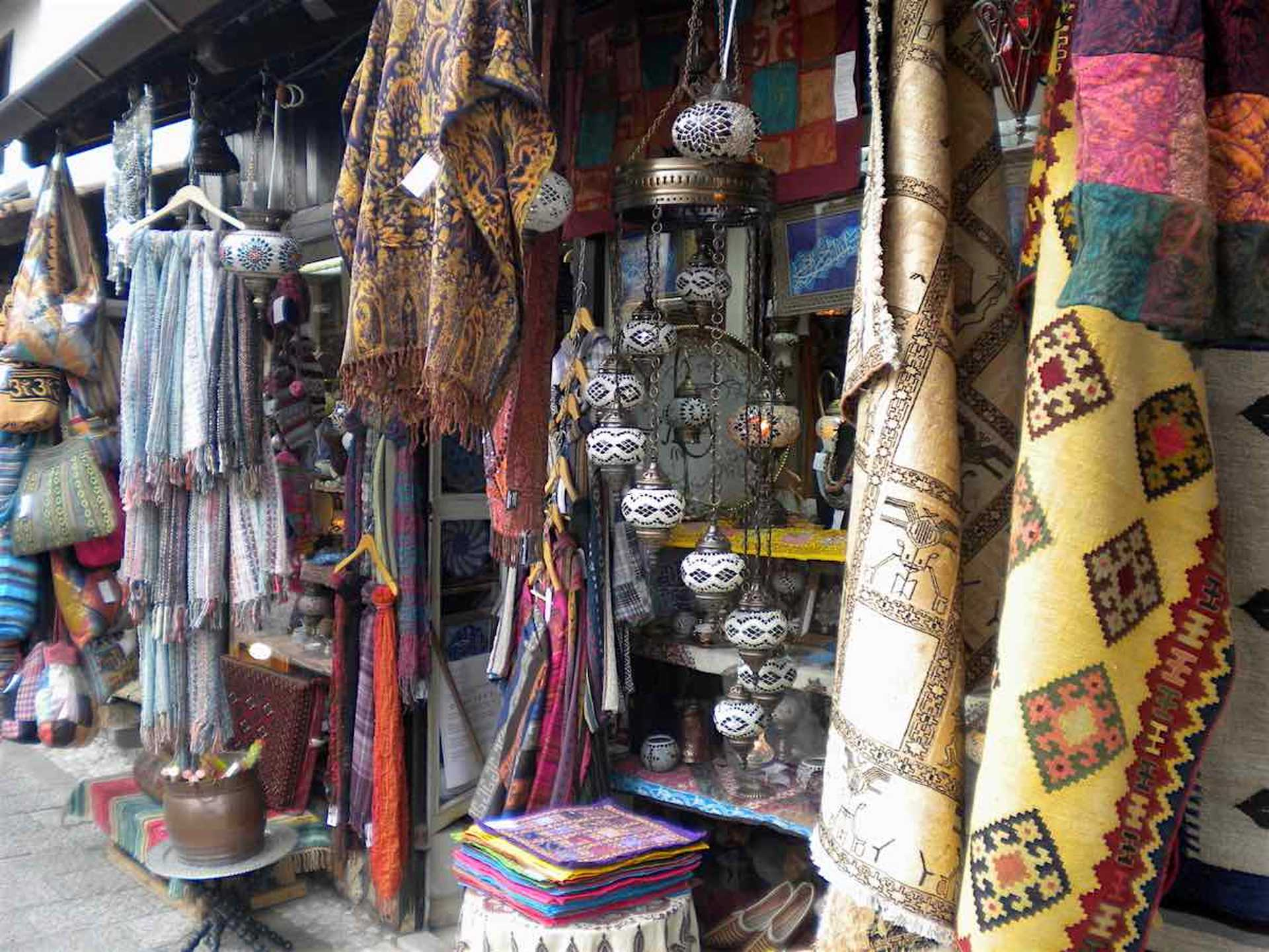 Look at the beautiful eclectic things you can buy. I brought back two carpets, among other things 😆