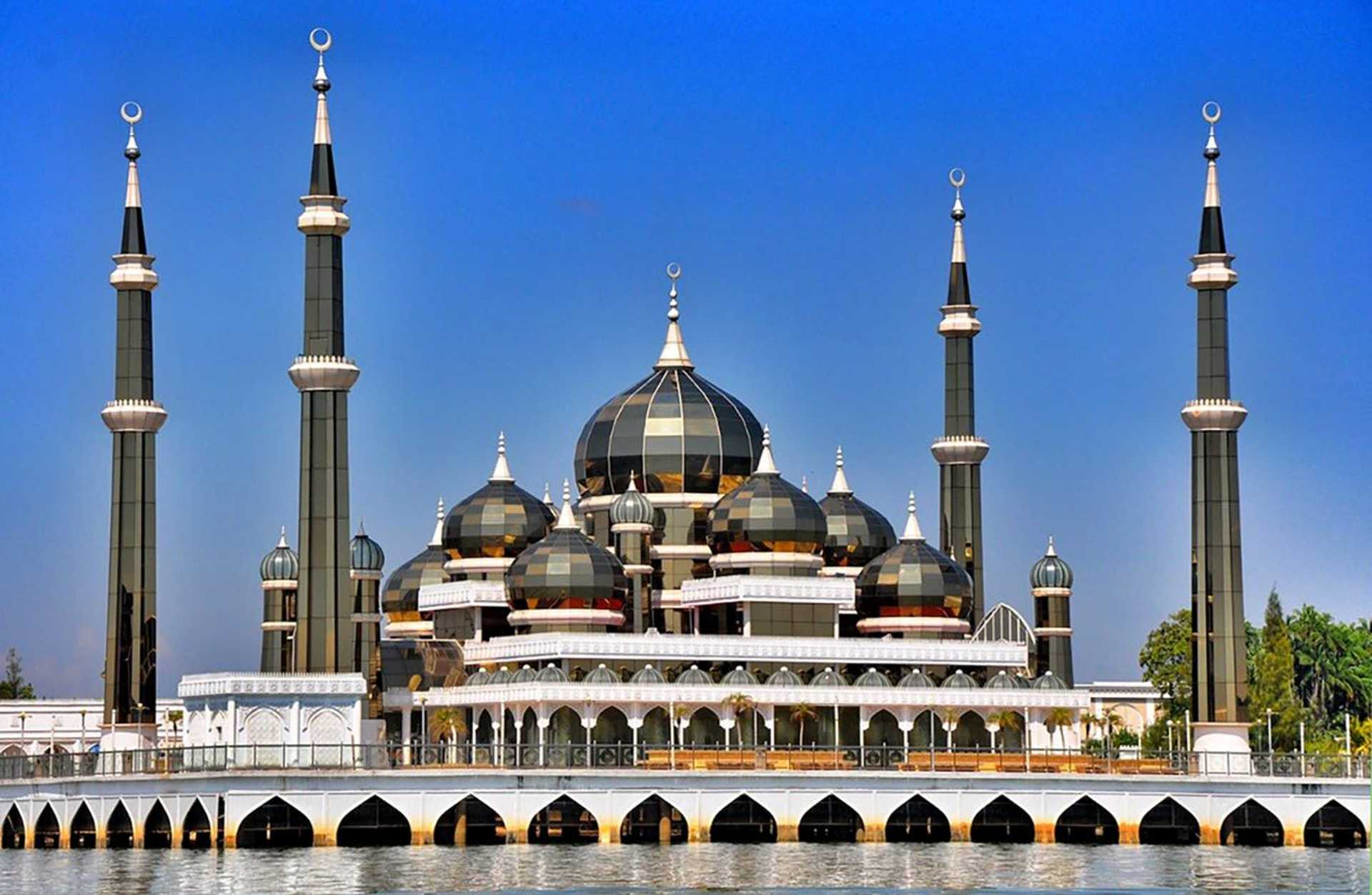 10. Crystal Mosque