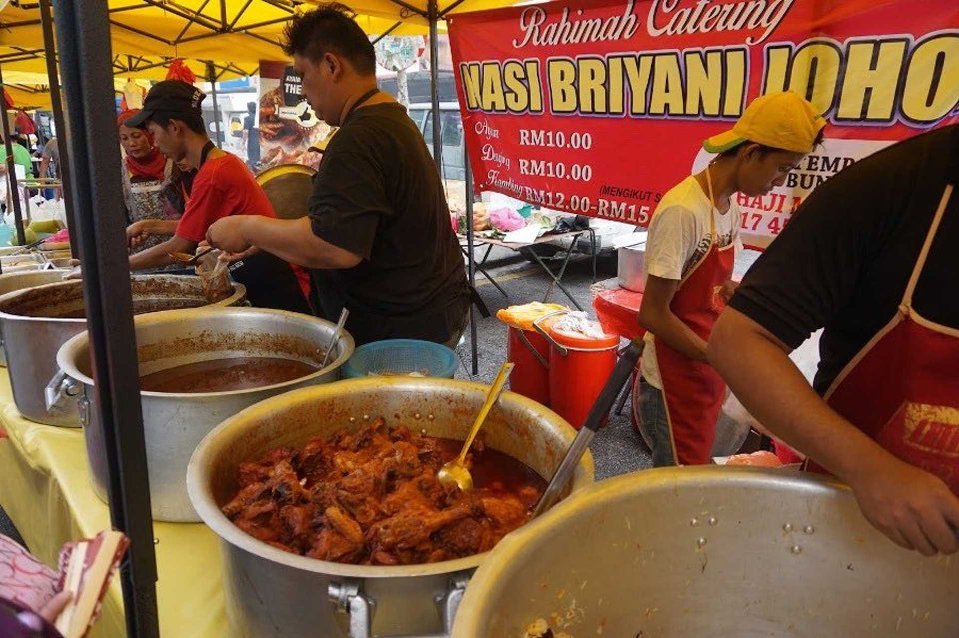 Lip-smacking selections of spicy curries for your briyani dish