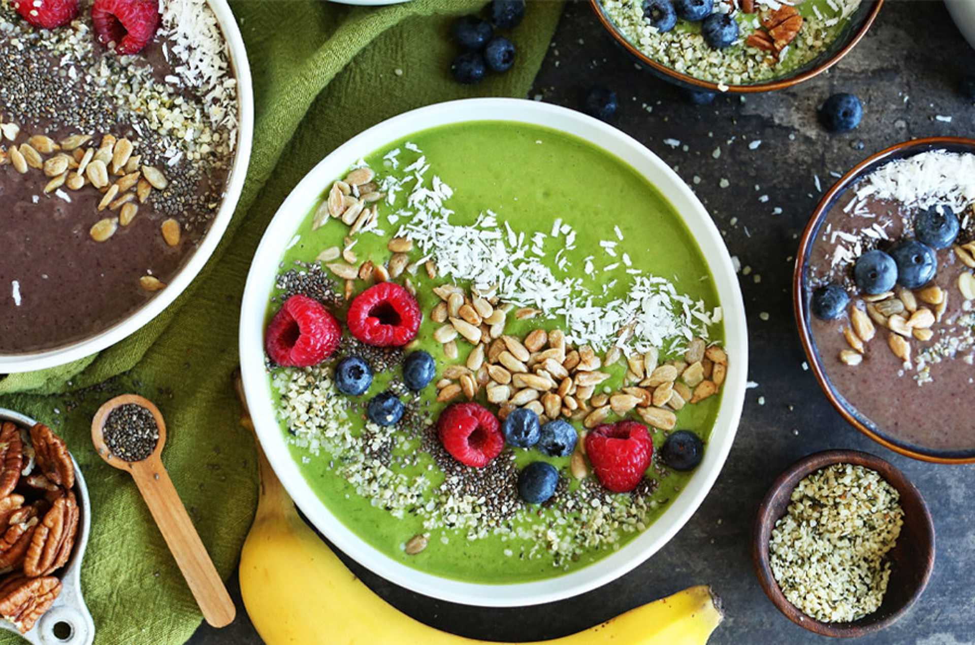 Super green smoothie bowl - avocados and kale FTW!