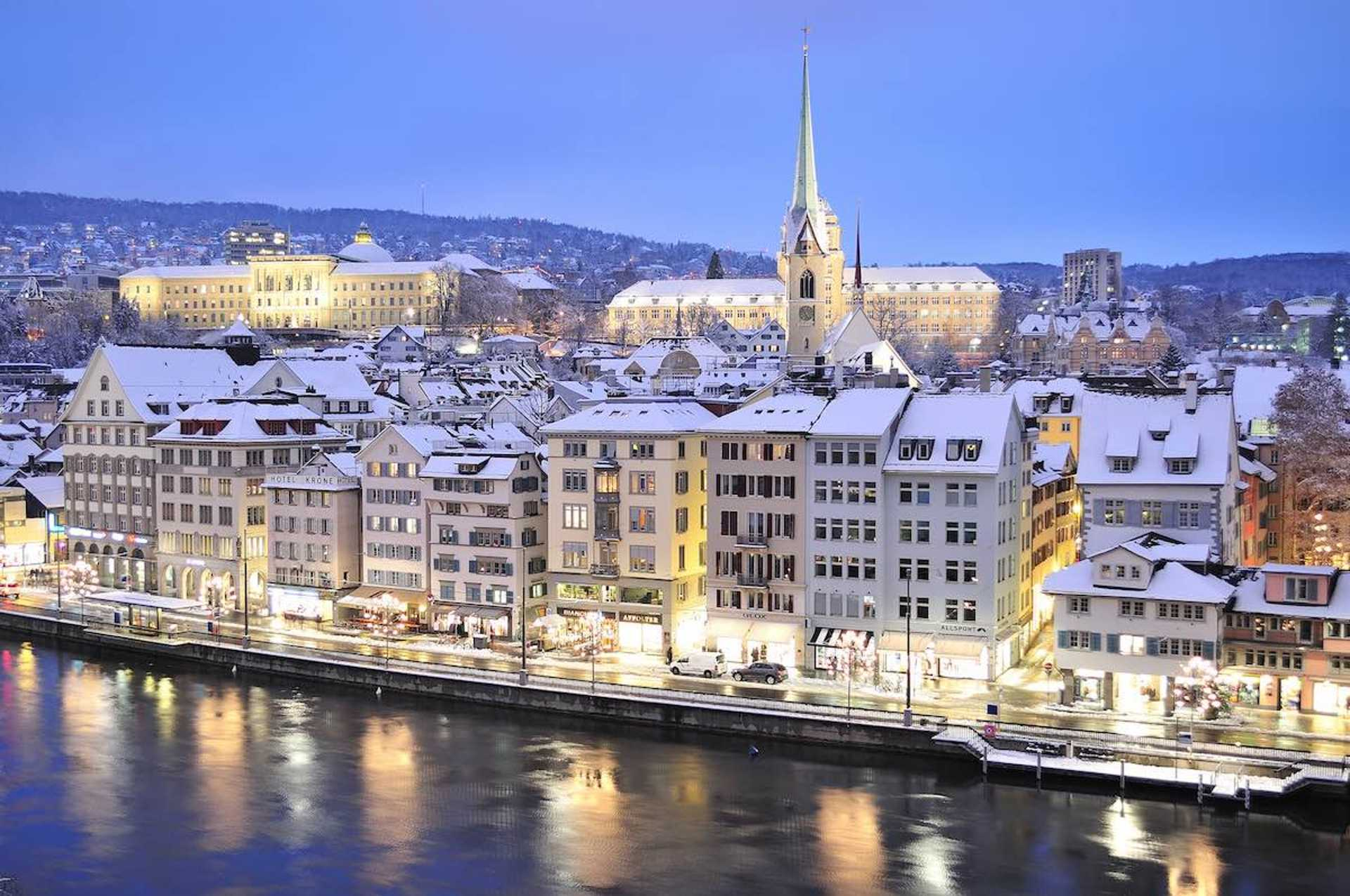 Doesn't Zurich look magical in the winter?