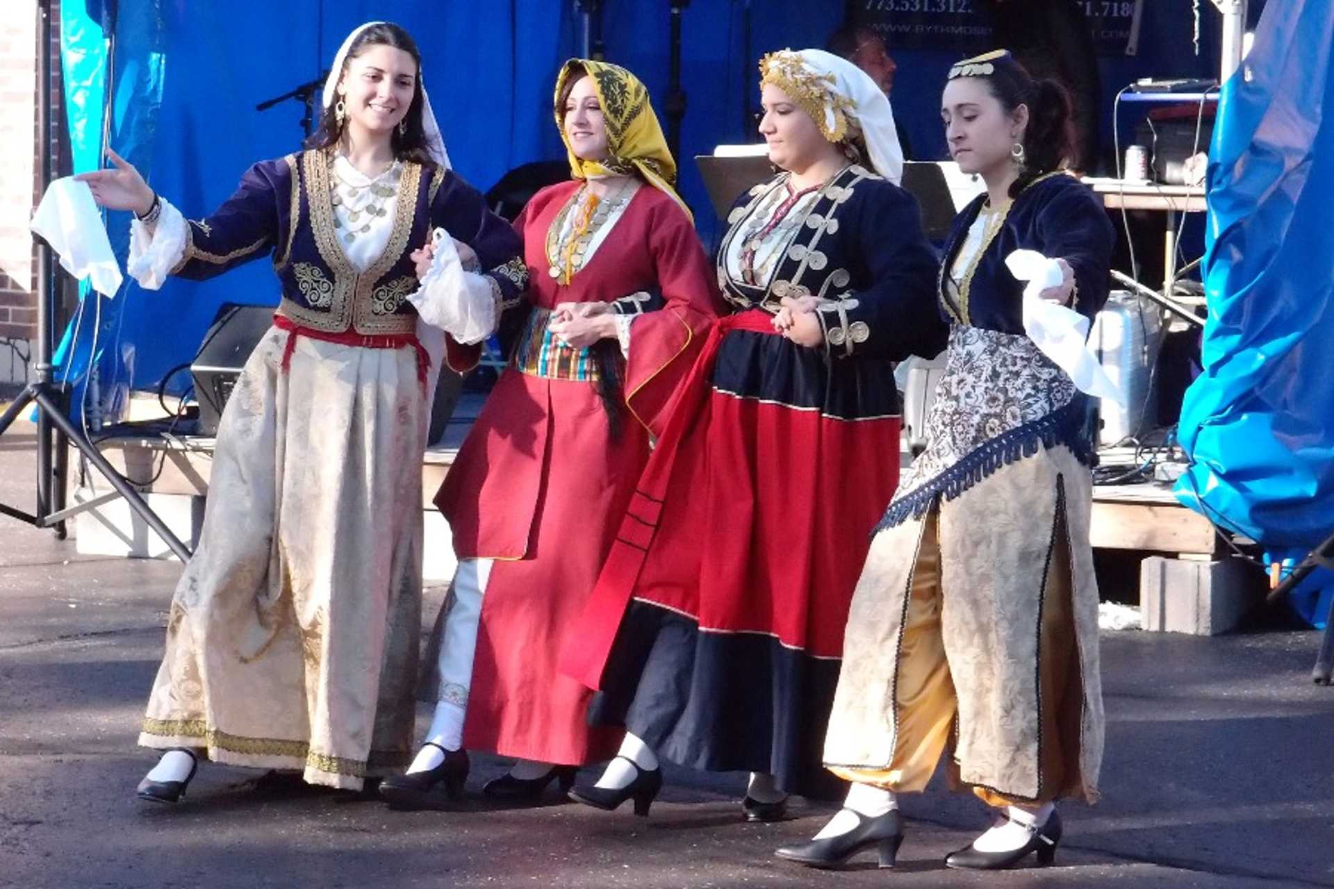 12-1_greek-women-dressed-in-traditional-costumes