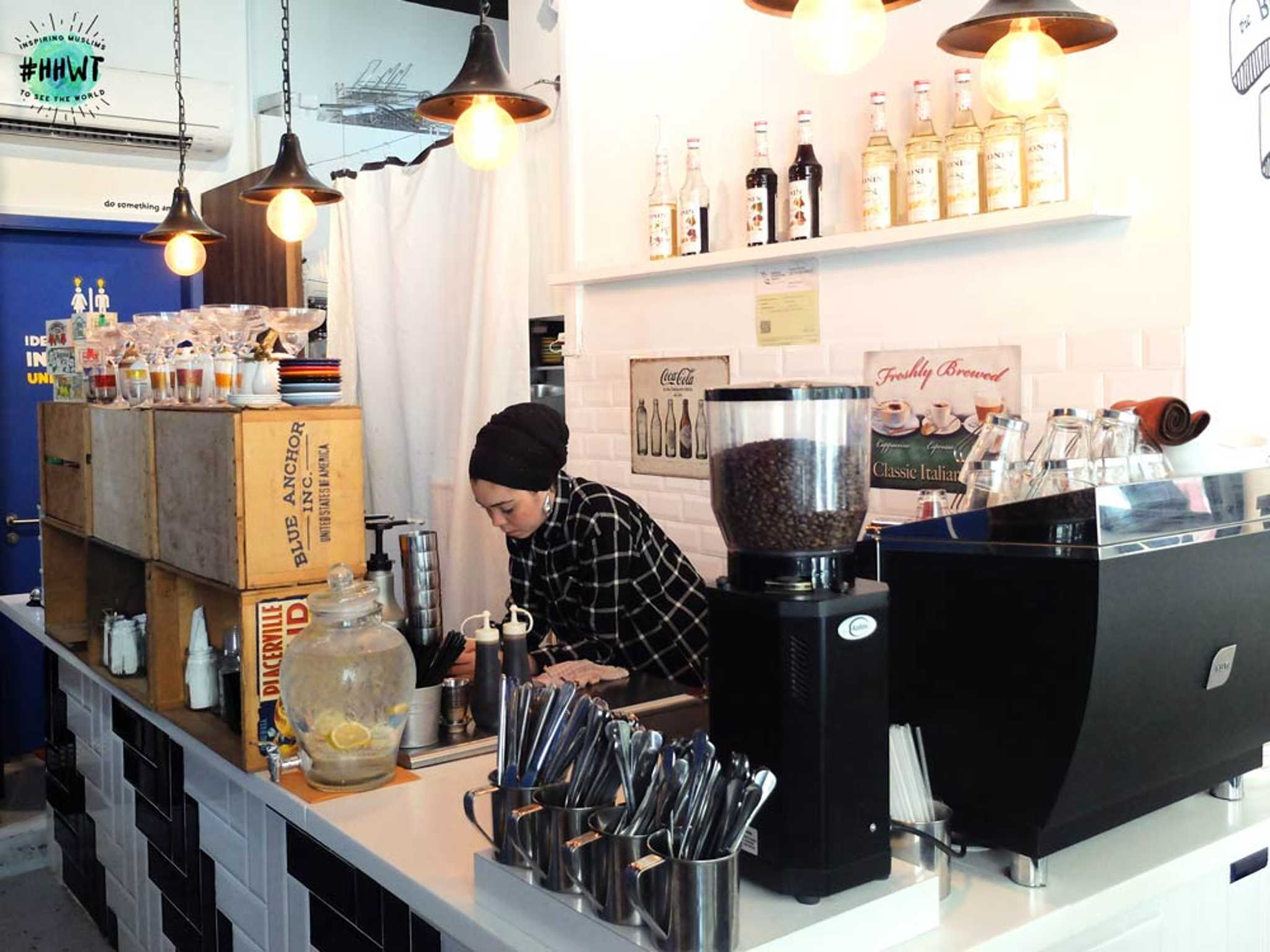 ice-box-cafe-ordering-counter